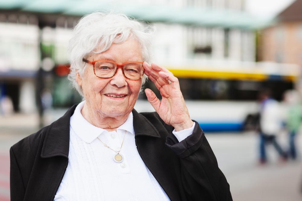 javítsa az idős ember látását)